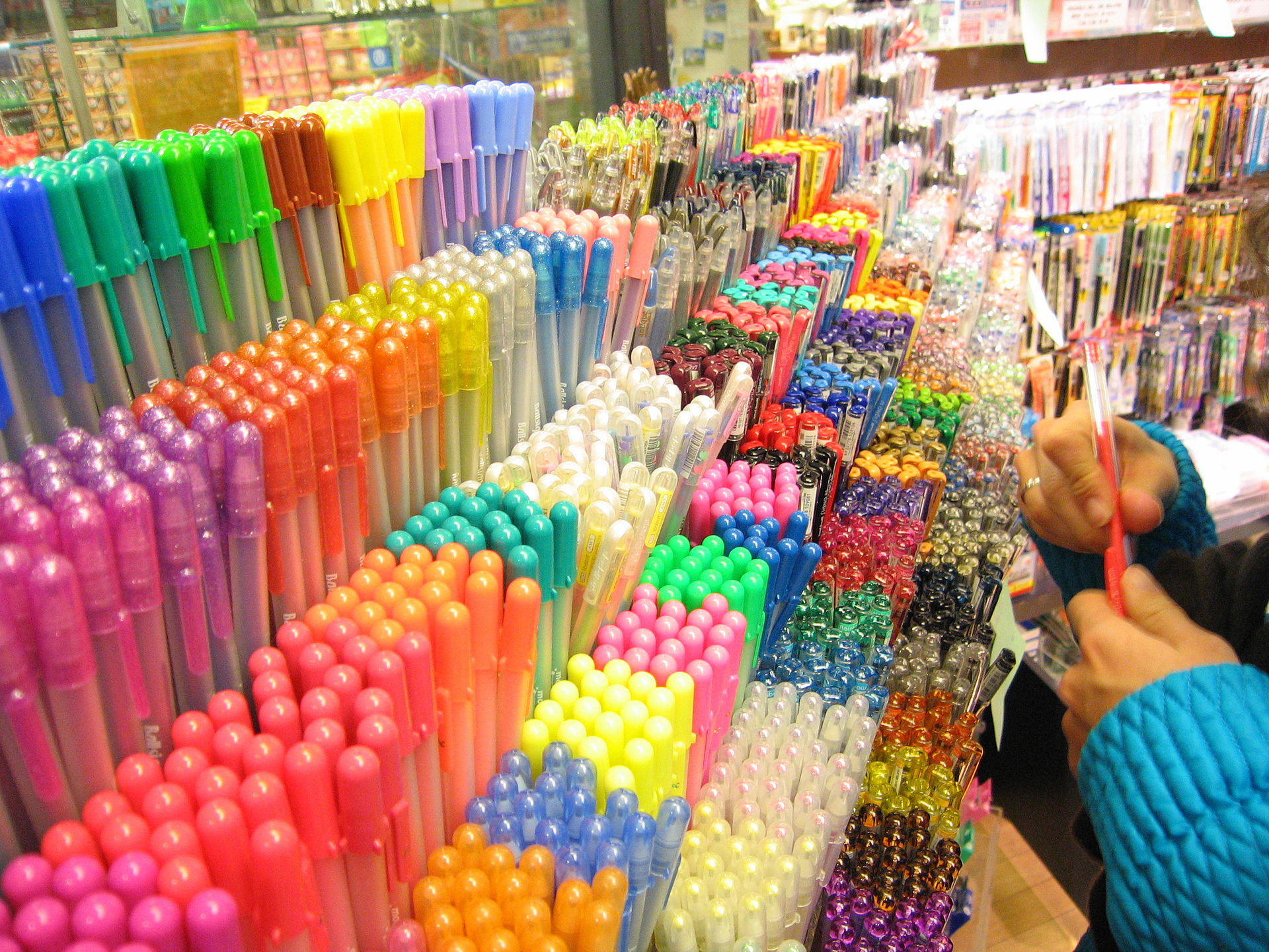 Item-Stylo Many colored pens.jpg
