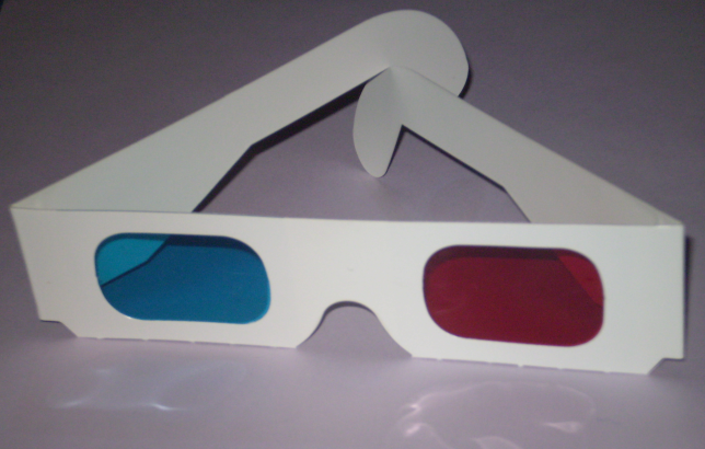 Anaglyphe, la 3D low-tech Anaglyph glasses.png