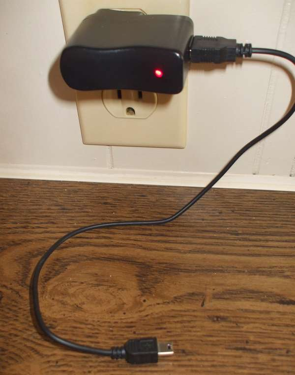 Item-Chargeur à port USB compressed usbwallcharger.jpg