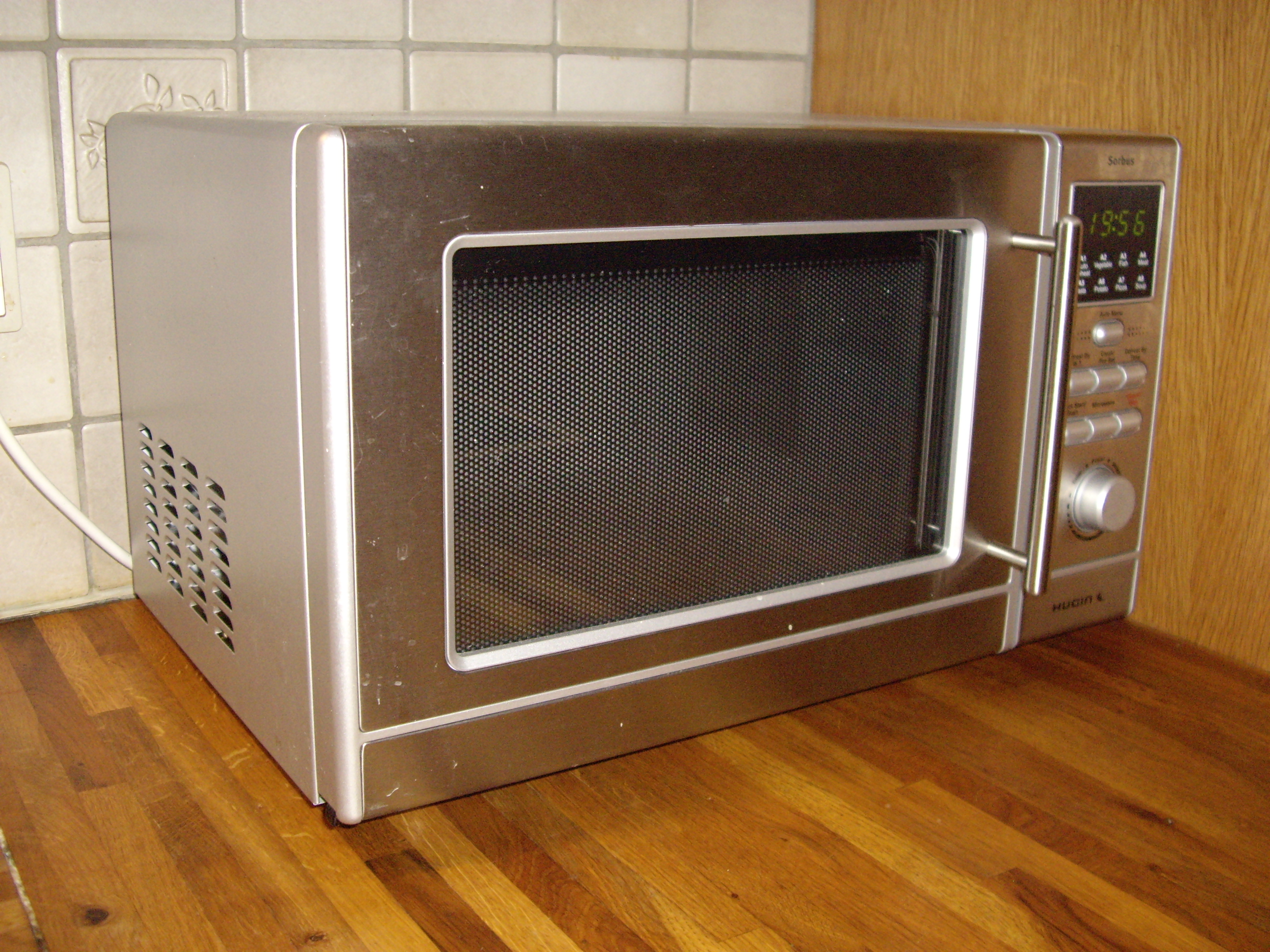 Item-Four micro-ondes Microwave oven.jpg