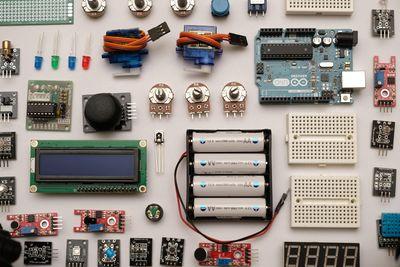 Circuit_parall_le_et_en_s_rie__lectronique_robin_glauser.jpg