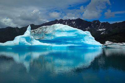 La_fonte_des_glaces_-_2e_m_thode_glacier-iceberg-red-PublicDomain.jpg