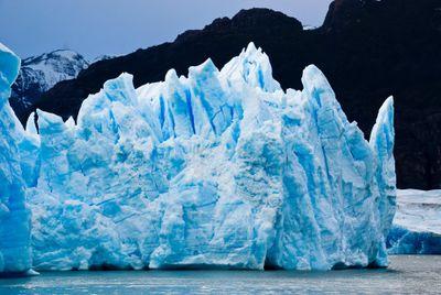 Attention_la_glace_iceberg.jpg